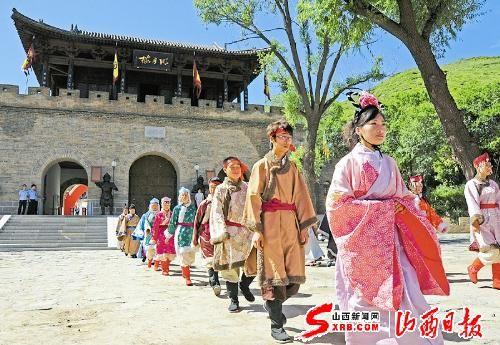 代县雁门关景区工作人员进行开城仪式(图)