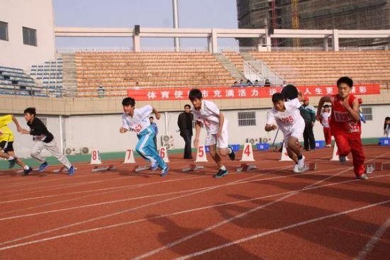台县首届运动会田径比赛在该县体育文化中心运动场举行.-凤台县举