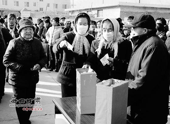 本报记者朱宇鲲通讯员张国福   近日,高台县宣化镇乐二村举行的一场