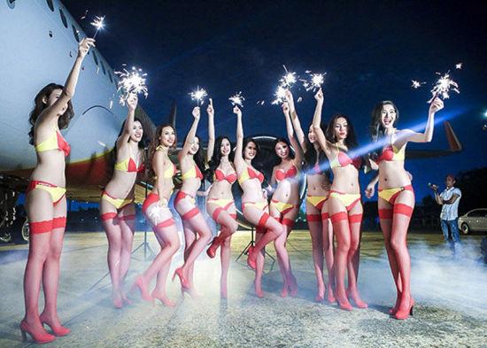 越南廉航用比基尼模特做宣传