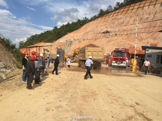 昆明市晋宁县1隧道塌方 11人被困