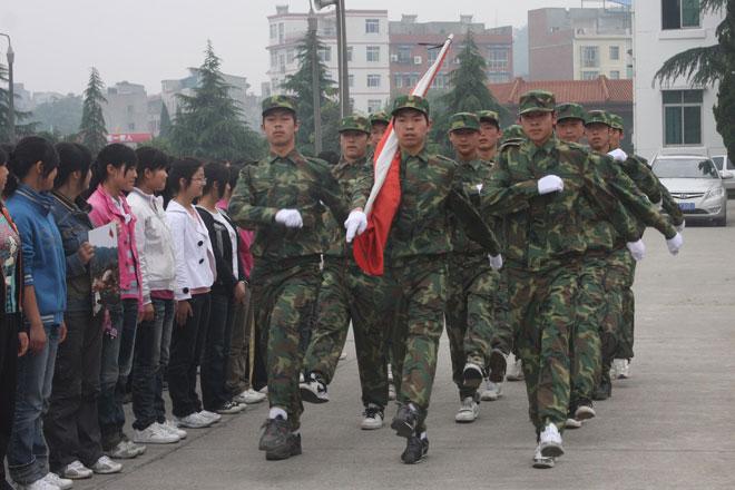 北川中学举行升旗仪式