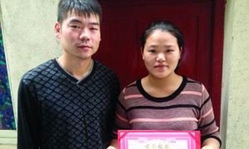见义勇为的小蔡(右)和她丈夫。