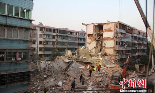 """被评为当地的""""样板工程""""的居民楼,竟粉碎性坍塌,着实不可思议"""