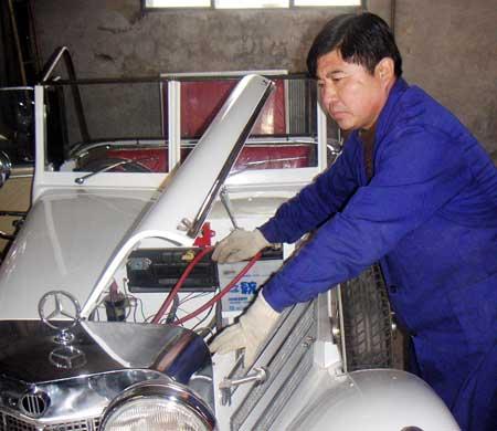 农民手造20辆老爷车时速最高100多公里(组图)