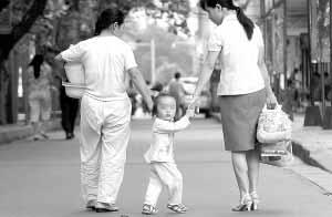 女童天生无肛门遭亲生父母遗弃