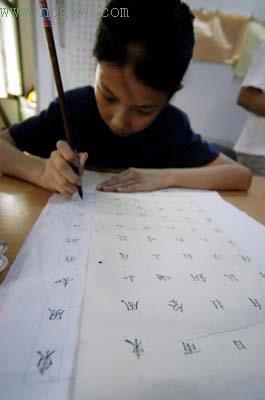 福建11岁女孩投稿卖字救重病母亲(图)