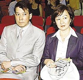 陈冠希父母向公众谢罪希望公众给陈机会(图)