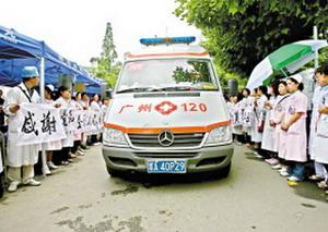 救灾女医生日记:车队远离宾馆免被误解(图)