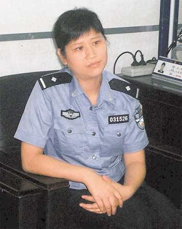 女警给灾区婴儿喂奶被提拔续:履职后未遭非议