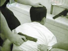 吸毒者持死者猎枪受控两人图纸身中百余颗铅弹是射杀iso9001对v死者要的霰弹图片