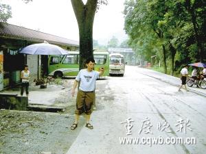 货车碾飞石头砸中路人太阳穴致其死亡(图)