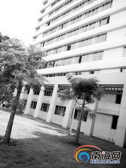 海南省质监局女副处长从办公楼9楼坠亡(图)
