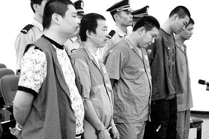 团伙涉嫌用暴力手段勒索商户案开审(图)