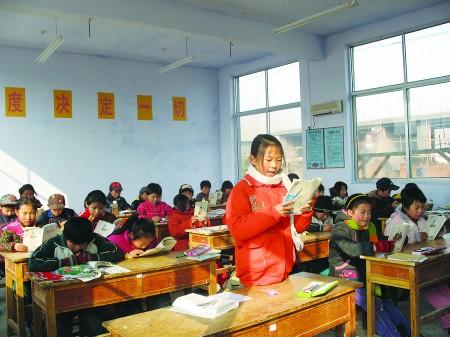 71名小学生冬天塑料棚内上课续:已搬入新教室