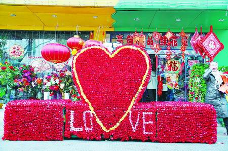 男子5万元为女友买下10001朵玫瑰(图)