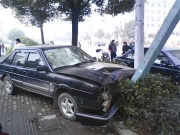 治安大队长驾车肇事致1死1重伤被停职