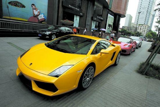 成都豪车俱乐部开租车业务布加迪威龙20万1天
