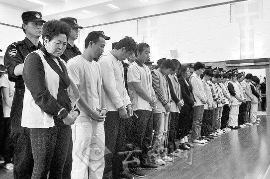 去年6月蒋开枝等人在曲靖受审 (资料图)