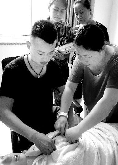 濮阳29岁小伙儿当起催乳师