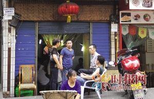 """渝中区花街子,刘老板的茶园曾花5000元招聘""""专职陪打"""",不过在他的麻将馆,很少有人能干过2个月"""