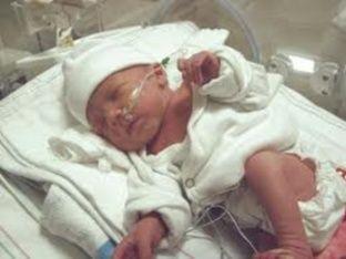 女子怀孕10周时中枪昏迷4个月后生下女儿怀孕昏迷孕妇