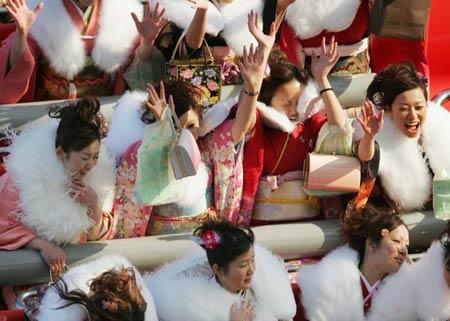 组图:日本20岁女青年庆祝成人节_新闻中心_新浪网