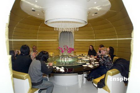 组图:太空舱餐厅亮相京城