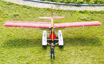 重庆小伙花12年造出水上飞机(组图)