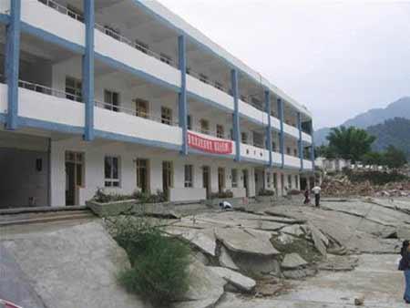 教学楼地震时未垮塌变身景点(组图)