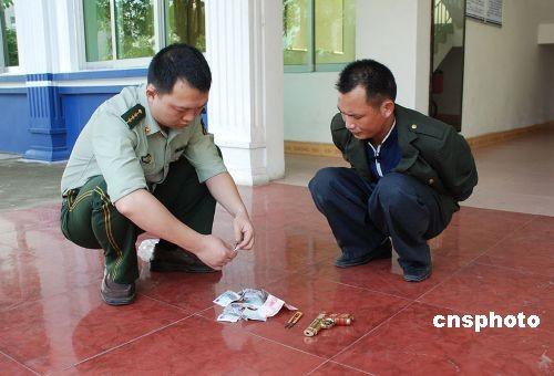 组图:广西北海男子在部队门前抢劫被擒