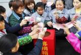 图文:嘉兴市民纷纷捐献爱心款