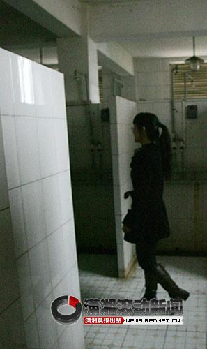女大学生洗澡遭偷窥大多数选择沉默(组图)