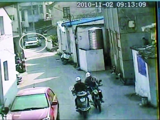 公安局副局长当街追持刀小偷被全程拍下(组图)