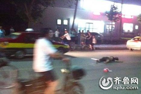 7月3日晚,一辆本田思域轿车在宁阳县城撞伤6人撞死2人