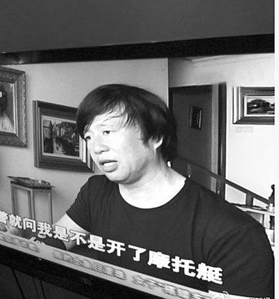 李自健接受采访截图。
