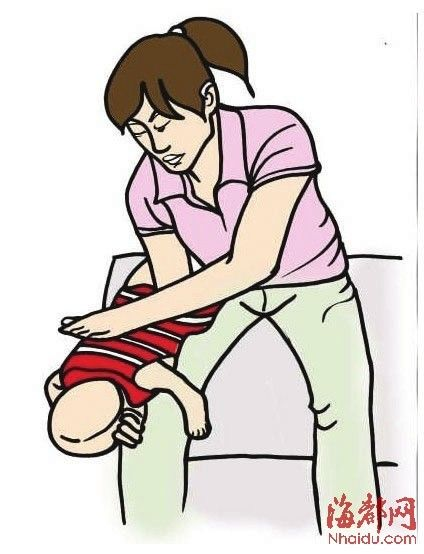 而插入的位置是在喉咙声门和气管部位