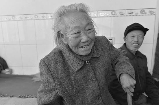 刘淑珍谈起回忆满面春风。