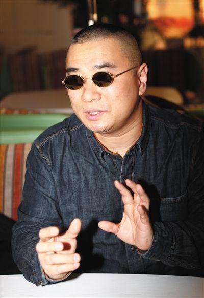 """王海有意让自己离开打假舞台中央,""""保持点神秘感,挺好。""""新京报记者 浦峰 摄"""