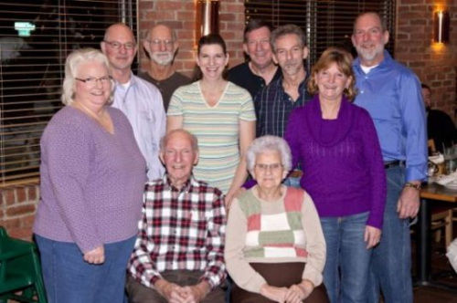 图为俄亥俄州一对老夫妻和他的家人。