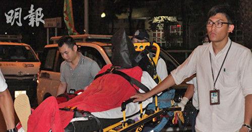 涉案男子与警方对峙两小时,其后被制服拘捕。(图:香港《明报》网站)
