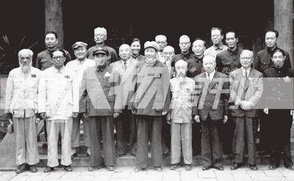 政协筹备会常委合影, 第二排左二为马寅初