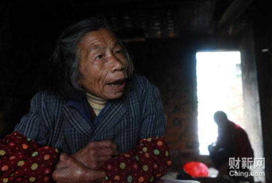 回小村的陈习娥老人告诉记者,她的孙女3个月时被抢走,至今下落不明。  财新记者 李漠 摄