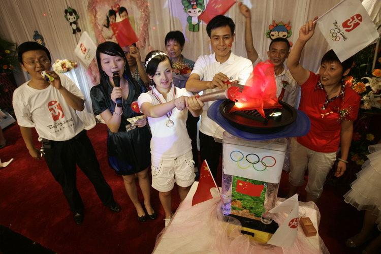 图文:新人举行奥运之恋婚礼