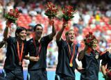 图文:阿根廷队员为夺冠欢呼