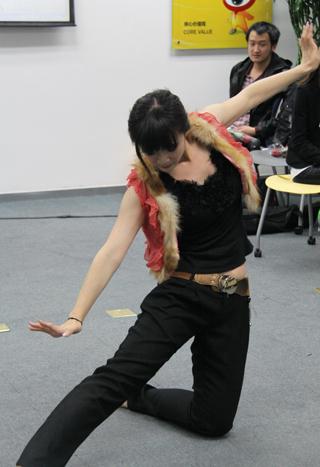 王姗姗表演的民族舞蹈