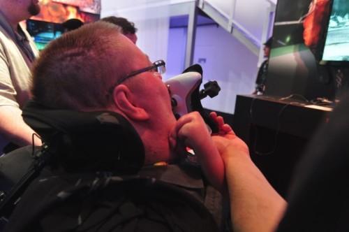 E3展会残疾玩家用舌控玩《死或生5》