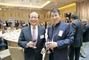 与国民党副主席蒋孝严在台北酒会上