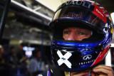 图文-F1巴西站周五练习赛 韦伯头盔纪念涂装