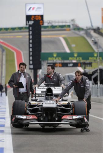 图文-F1美国站周四备战 索伯赛车进场